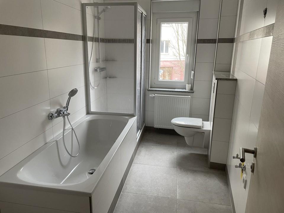 Bad, Dusche, Wanne